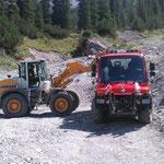 Spullerbachweg: Laden von Schottermaterial für Wegebau