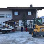 Weihnachtsmarkt Lech, Aufbau und Christbaumschmückarbeiten