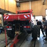 Reifenwechsel beim Unimog 400
