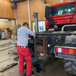 Hydraulikschlauch auswechseln U400