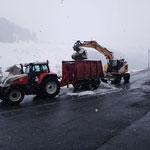 ...und Traktor mit Schneecontainer