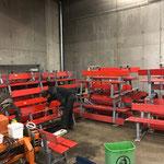 Winterwanderwegbänke: Revision und vorbereiten für den Sommerbetrieb (Abnmontieren der Schneebretter) in der Garage...