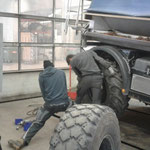 Unimog 400, Rückbau von Schnee- auf wieder Sommerbetrieb