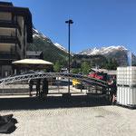 ACCR Rüfiplatz: Mithilfe beim Aufstellen des Bühnenzeltes...