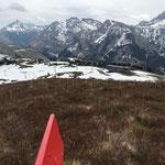 Winterwanderwege Oberlech: Bänke, Liegen und Stangen zusammentragen und versorgen