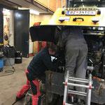 Lader 509, Hydraulikanbausatz einbauen mit Liebherr Monteur