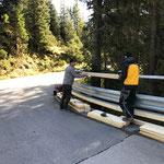 Wintergeländer Zugertobelbrücke auf neuer Leitschiene montieren