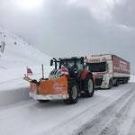 Unterstützung für Spedition mit Salzlieferung: Zughilfe mit Steyr 6175 CVT von Stuben nach Lech