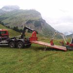 Bagger abladen für Radwegsanierung Karbühel und Gaisbühel