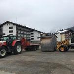 Sperrmüll-Bürohütte am Schlosskopfparkplatz aufladen und Rücktransport zum Bauhof
