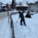 Weil von manchen Einheimischen öfters mal gefragt wird, ob wir gerne erst bei Schnee abbauen: Ja!