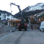 Promenadenlaternen nach Baustelle Strolz Skiverleih/Hotel Arlberg wieder stellen