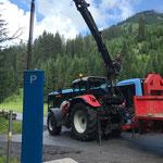 Parkautomat stellen beim Schwimmbad, mit Traktor 6190 CVT