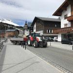 Abtransport Asphalt mit Steyr 6190