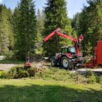 Äste einfassen nach Forstarbeiten für Sanierung
