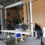 Kanthölzer abhobeln für Gemeindestall Zug - Renovierung