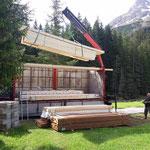 Holz für Liegen abladen