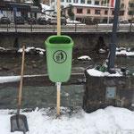 Div. Vorbereitungen für Winterwanderwege, zB. Kindersammelplatz Lech, Mülltonnen- Montage