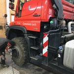 Auf Nummer sicher gehen aufgrund Wetterprognose: Reifenwechsel am U400 und Aufbau Splittstreuer