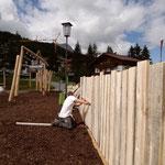 28. Juni: Beginn Gärtnerarbeiten und Zaunmontage