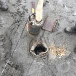 Abflussschacht Sandkasten Spielplatz von Kalk befreien