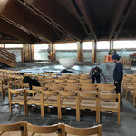 Kirchenstühle wieder richtig stellen