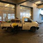 Pritsche für Wegebau in Zürs beladen