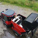 Kehrmaschine entleeren am Bauhof