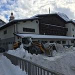 Schneerampe säubern Postgarage