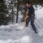 Winterwanderweg Lech-Stubenbach, Dach abschaufeln Bernhard's Alpstall