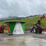 Jugendplatz: Rollkies einfüllen Fallschutz Boulder-Würfel