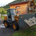Steine aufladen in Stubenbach für Trockenmauerbau Jugendplatz