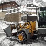 Schneeräumung Anger-Auffahrt, mit Lader 509...