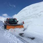 Drittleistung für Skilifte Lech, Pflug- und Salzdienst Richtung Balmalp...