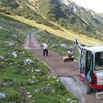 Sanierung Radweg Stierloch, Feinplanie ausbringen