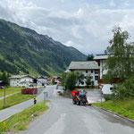 ...anschließend Unkraut-Kehrarbeiten Oberlech - Lech...