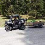 Wegewart auf dem Weg zum Einsatzort: Wege und Loipen aufräumen