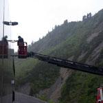 Kamerawartung für Landeswarnzentrale Vorarlberg am Hangar Zürs, mit Drehleiter FF Lech