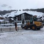 Rüfiplatz-Poller Eis- und Schnee entfernen