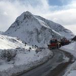 Schneeräumarbeiten und Stangen setzen Spullersee, mit U1600 und U400