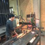 Schneidbrennarbeiten für Lichtmasten-Montage Gemeindezentrum