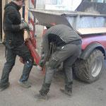 Holder mit Aufnahme für Müllkübel bestücken