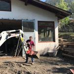 Nachbarschaftshilfe in Schnann/Pettneu am Arlberg: Aufräumarbeiten nach Unwetter