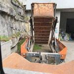 Grünschnitt abkippen am Bauhof, mit U1600 und Containerhänger
