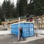 Vorbereiten der Dachkonstruktion Bauhof-Flugdach