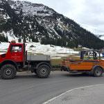 Materiallieferung für Schulgarten mit U1600, Containerhänger samt Stapler