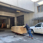 Schnittholz versorgen ins Holzlager