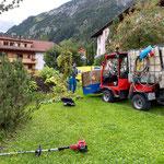 Ortsverschönerung:  Rasen- und Blumenpflege Omesberghügel, mit Holder C2.42