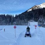 Winterwanderwegpflege mit E-Skidoo