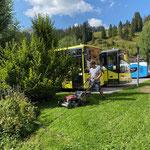 Rasenpflege am Umkehrplatz Schlosskopf
